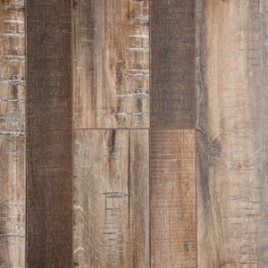 Laminate flooring in Country Maple colorway